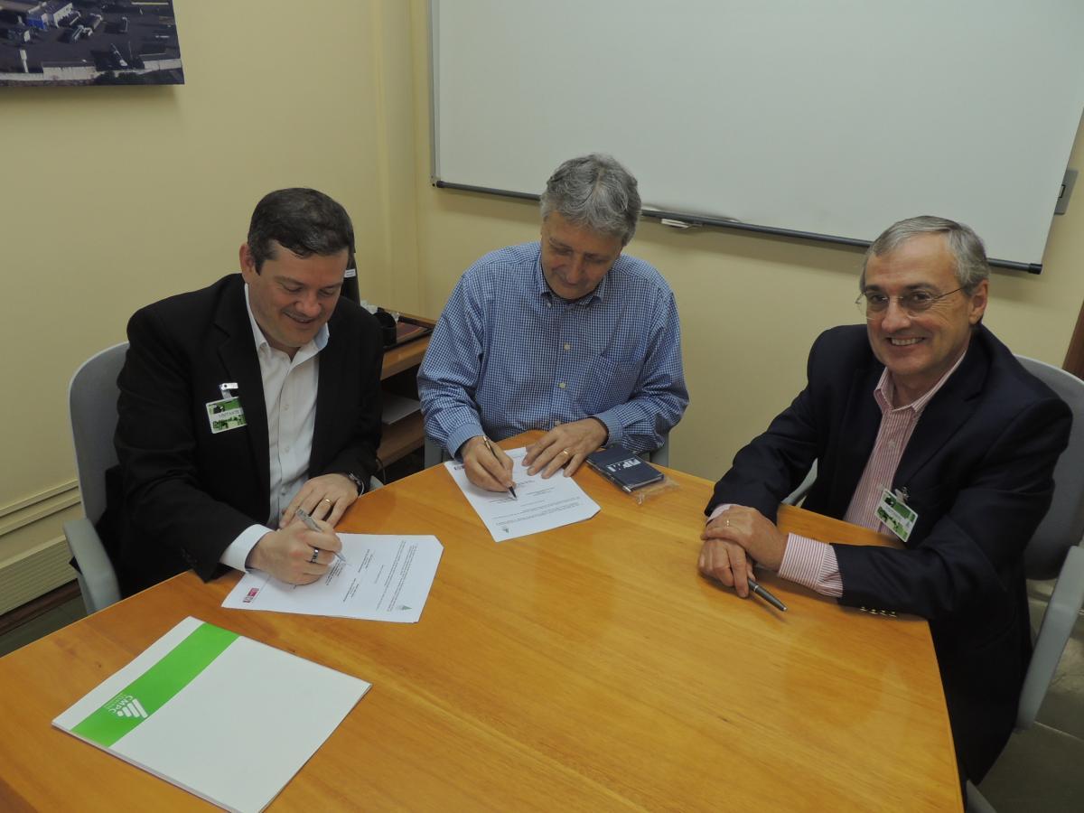 Presidentes Fábio Giordani do PMIRS e Walter Lídio Nunes da CMPC assinaram o convênio com a presença do VP Marco Kappel Ribeiro